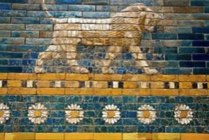 Detail of the gate of Babylon, where Mordechai sat.