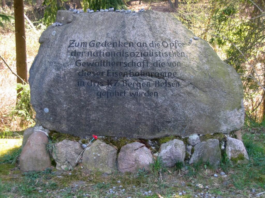 Memorial_stone_at_Bergen_ramps
